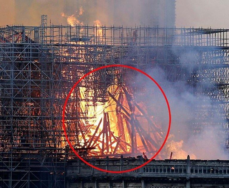«Είδα τον Χριστό στις φλόγες της Παναγίας των Παρισίων»   tlife.gr