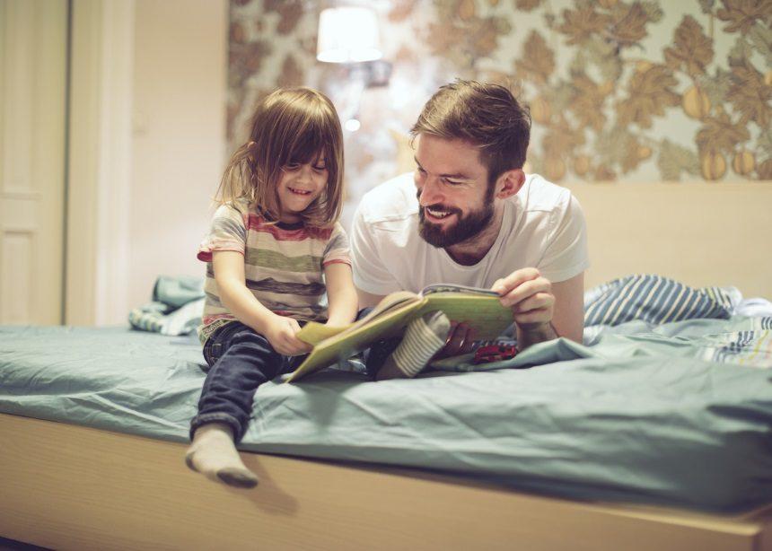 Βιβλίο vs E-book: Έρευνα κάνει το crash test και βρίσκει το πιο συμφέρον για τα παιδιά | tlife.gr