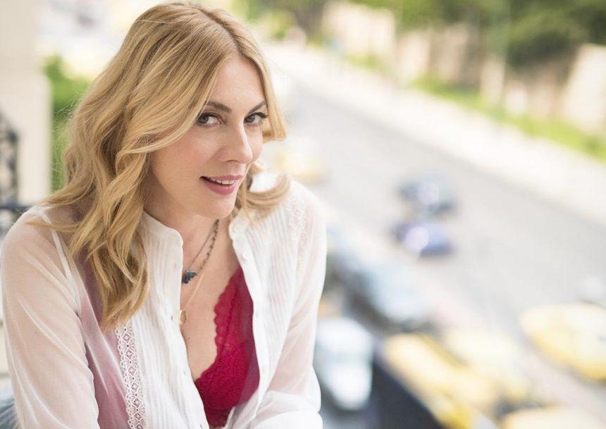 Σμαράγδα Καρύδη: Εντυπωσιακή με κοντά μαλλιά σε φωτογραφία από το παρελθόν! | tlife.gr