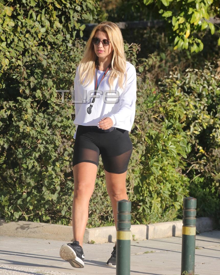 Κωνσταντίνα Σπυροπούλου: Πρωινή βόλτα στην Γλυφάδα με… look που τράβηξε τα βλέμματα! [pics]