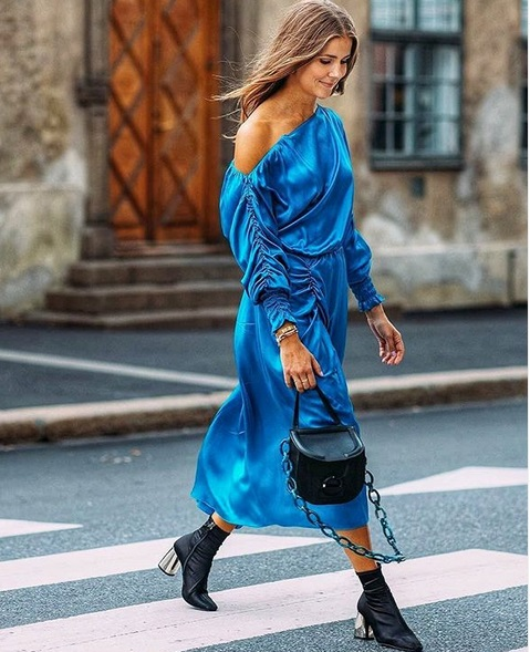 Στοκχόλμη με satin φόρεμα | tlife.gr