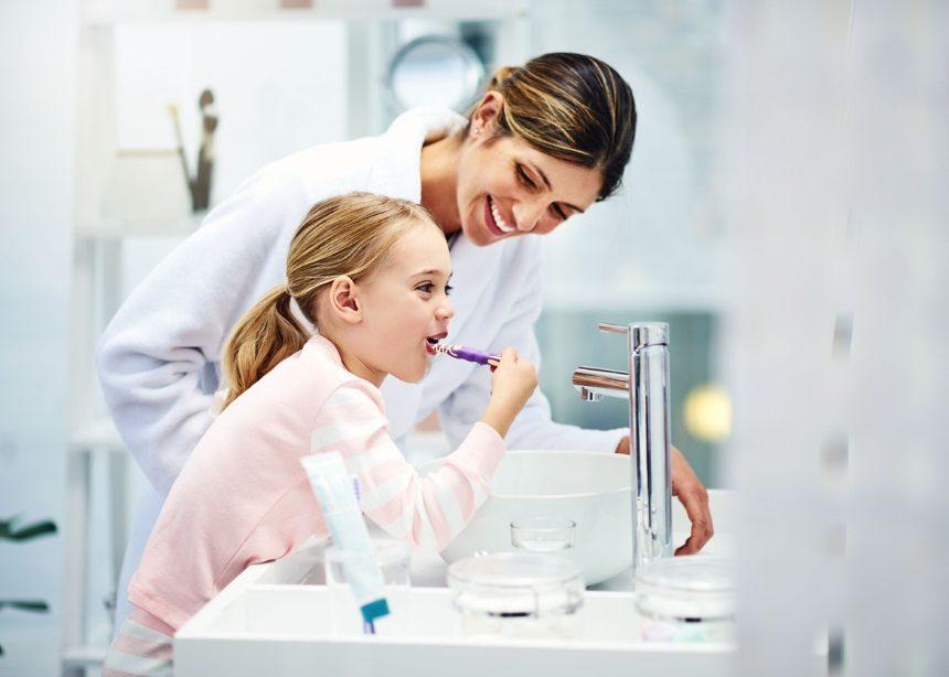 Βούρτσισμα δοντιών: Tips & tricks που θα κάνουν την διαδικασία πιο εύκολη και ευχάριστη | tlife.gr