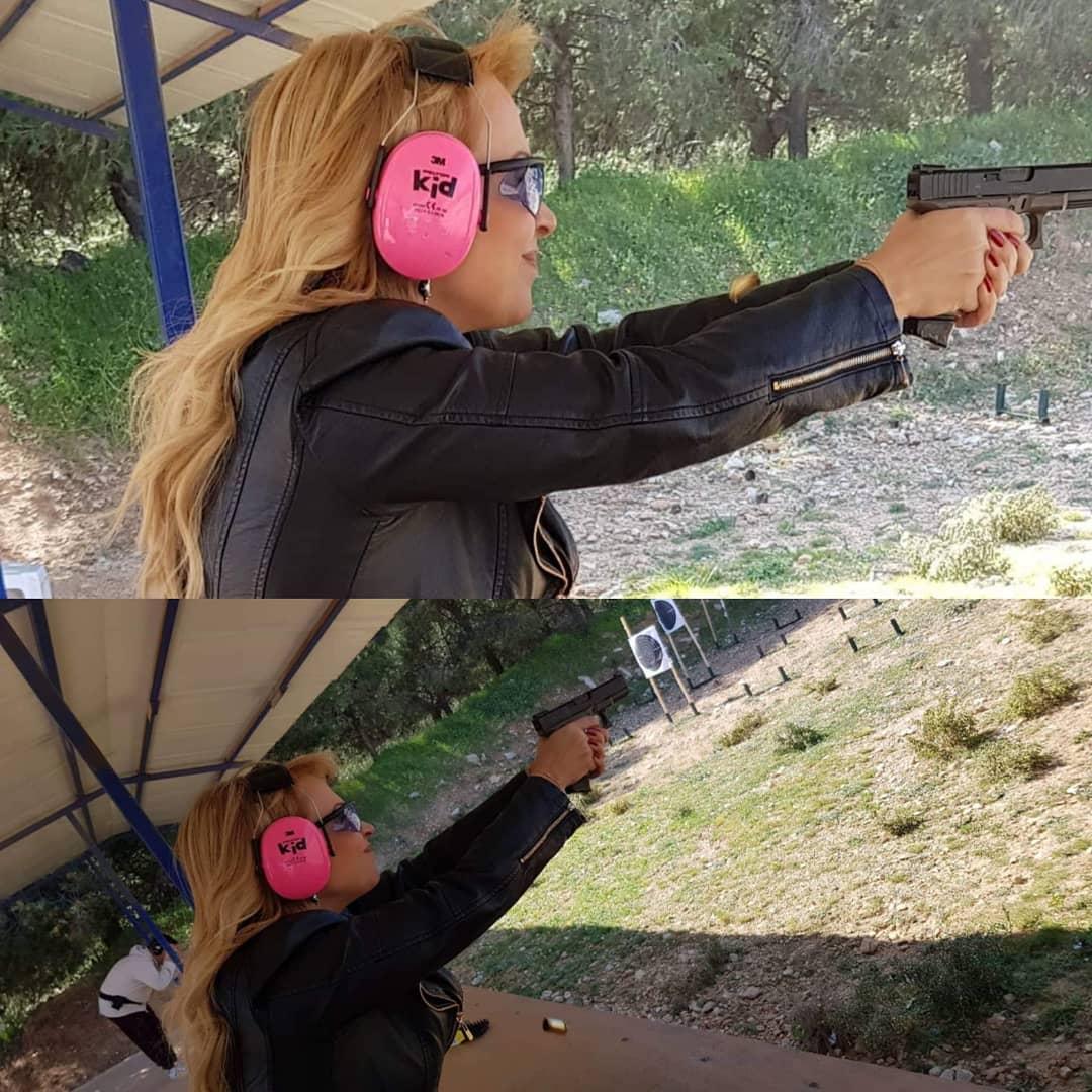 Η Τέτα Καμπουρέλη… πήρε τ΄ όπλο της! [pics]