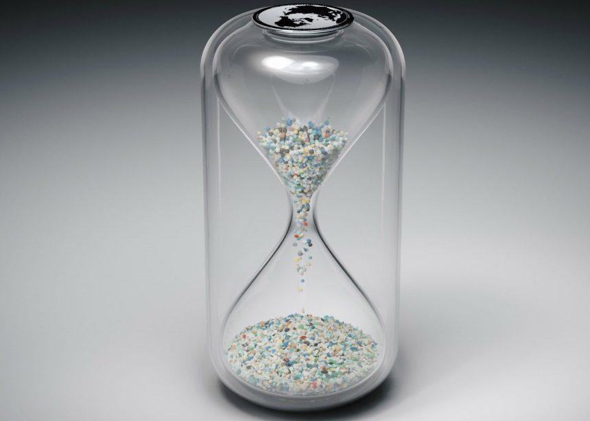 The Capsule: Αυτές οι κλεψύδρες μετρούν την ώρα με… πλαστικά απόβλητα | tlife.gr