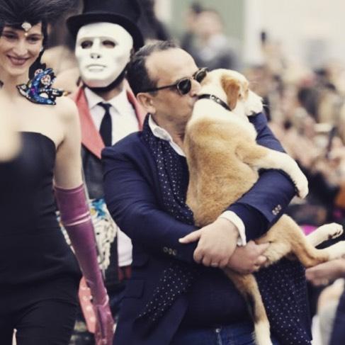 Ο Βασίλης Ζούλιας υιοθέτησε ένα αδέσποτο σκυλάκι! Φωτογραφίες | tlife.gr