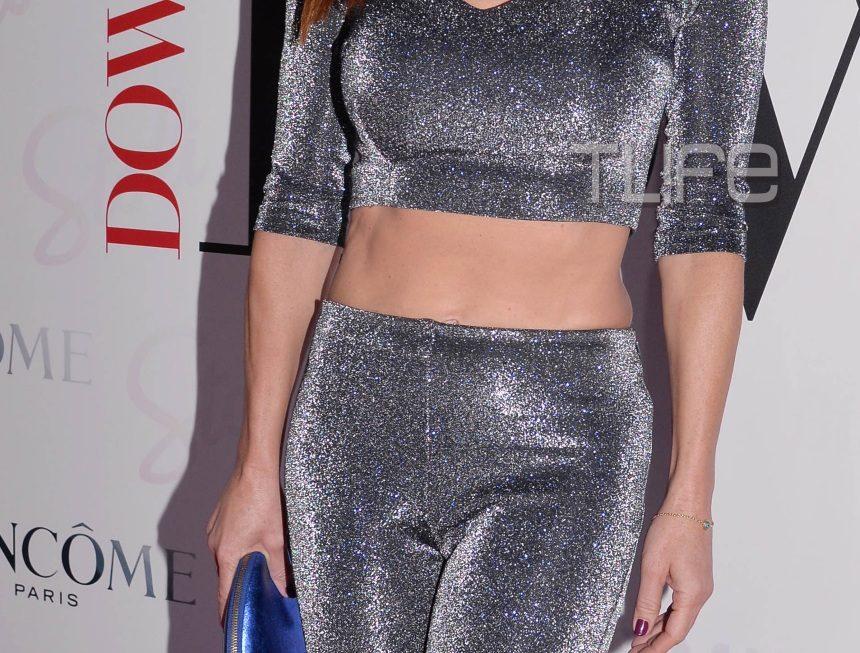 Ελληνίδα παρουσιάστρια εντυπωσιάζει με ρούχο που δείχνει τους τέλειους κοιλιακούς της! [pics] | tlife.gr