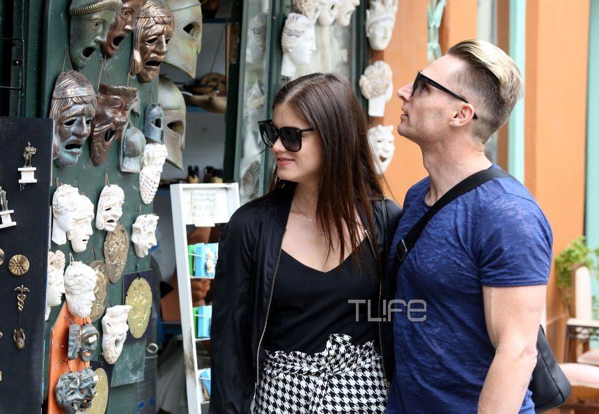 Πρωταγωνίστρια αισθησιακών ταινιών κάνει βόλτες στην Πλάκα με τον σύζυγό της! [pics] | tlife.gr