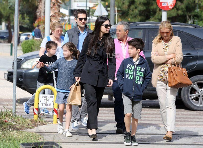 Φοίβος: Σπάνια εμφάνιση για τον συνθέτη! Οι βόλτες με την σύζυγο και τα παιδιά του! [pics] | tlife.gr