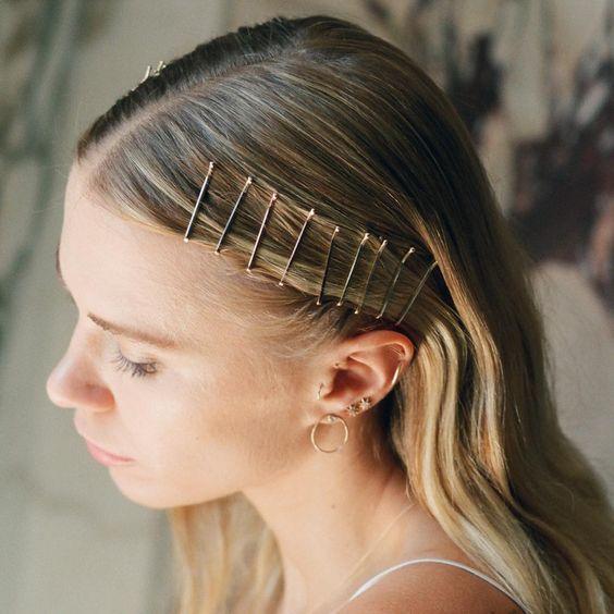 Τρεις stylish τρόποι να φορέσεις τα τσιμπιδάκια που έχεις στα μαλλιά σου! | tlife.gr
