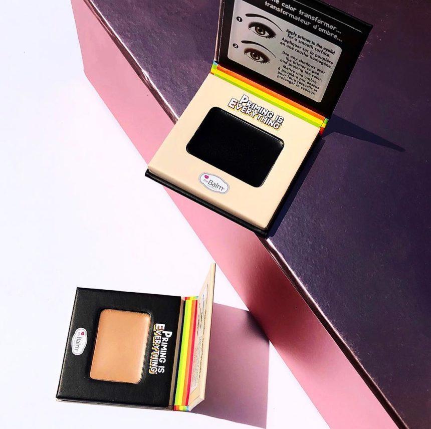 Είναι μαγικό! Αυτό το μαύρο primer ματιών αλλάζει τη σκιά σου σε ότι χρώμα θες! | tlife.gr