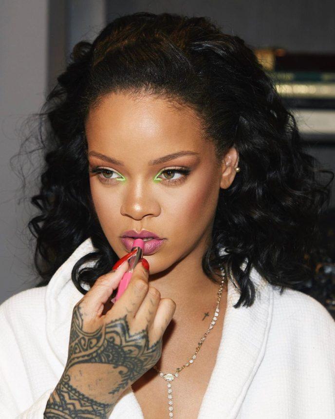 Το νέο πρόσωπο για τα Fenty ΔΕΝ είναι η Rihanna! | tlife.gr