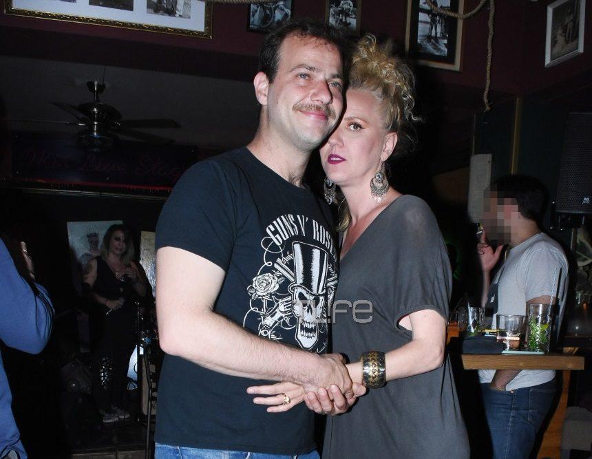Ορέστης Τζιόβας – Κατερίνα Φλώρου: Αγκαλιά σε βραδινή τους έξοδο! [pics]