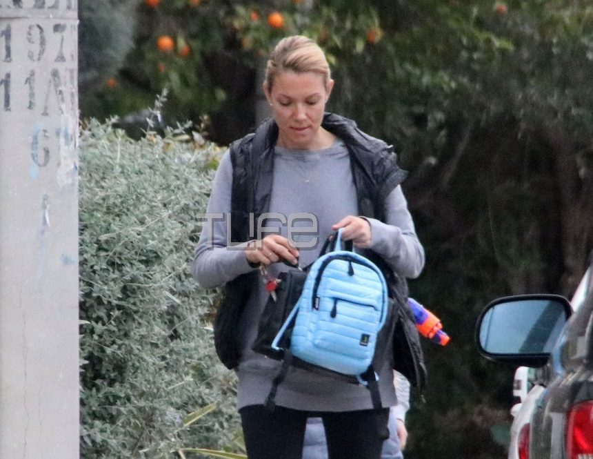 Βίκυ Καγιά: Full time μαμά! Οι βόλτες με την κόρη της χωρίς ίχνος μακιγιάζ – Φωτογραφίες | tlife.gr