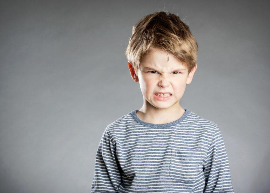 Η επιθετικότητα στην παιδική ηλικία και πως να την αντιμετωπίσεις | tlife.gr