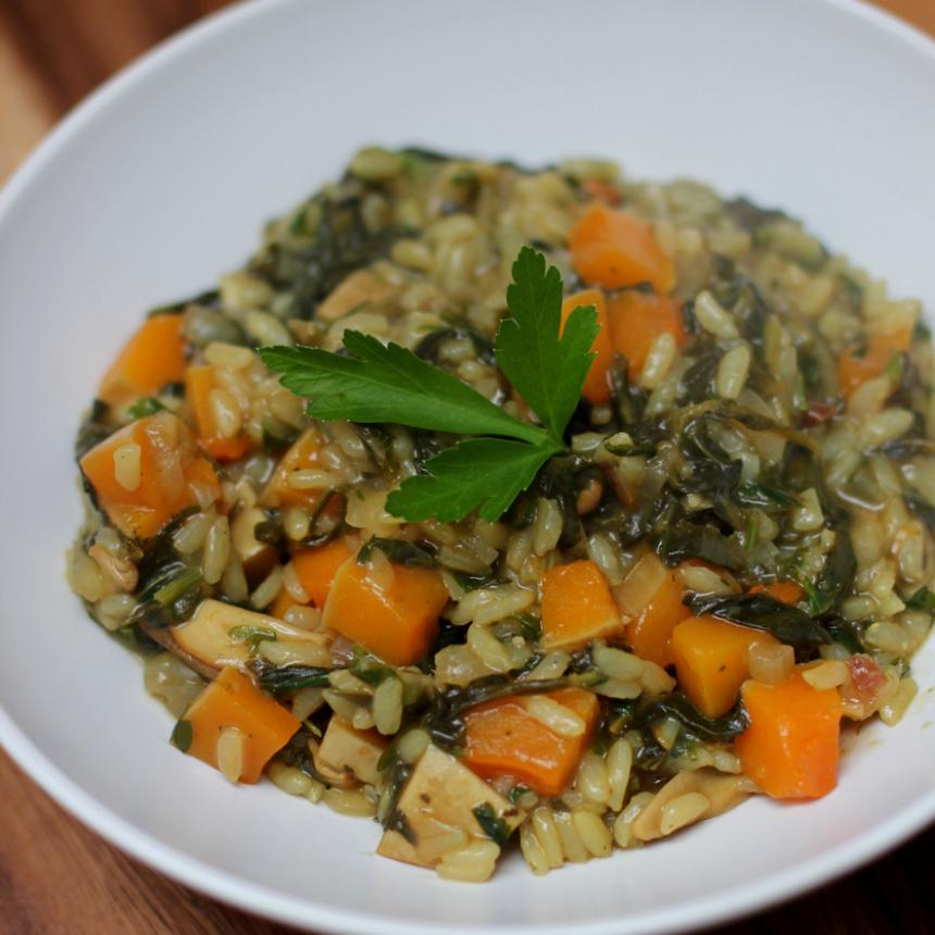 Ριζότο με κολοκύθα και σπανάκι, μαγειρεμένο στον φούρνο μικροκυμάτων