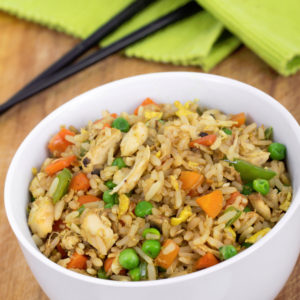 Ρύζι με λαχανικά και τηγανητό κοτόπουλο