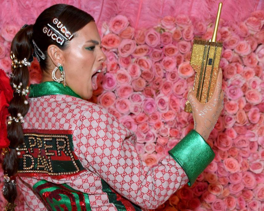 Πού θα βρεις ακριβώς όλα τα κοκαλάκια που φόρεσε η Ashley Graham στα μαλλιά της! Γιατί όλες τα ψάχνουμε!   tlife.gr