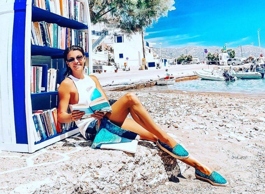 Μαρίνα Βερνίκου: Κρουαζιέρα στα γραφικά νησιά του Αιγαίου! [pics]