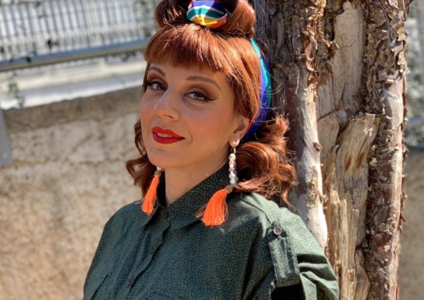 Ματίνα Νικολάου: Ποζάρει με κατάξανθα κοντά μαλλιά και είναι αγνώριστη!   tlife.gr
