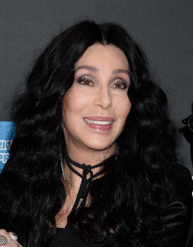 Η Cher λανσάρει το πρώτο της άρωμα από την δεκαετία του '80!   tlife.gr