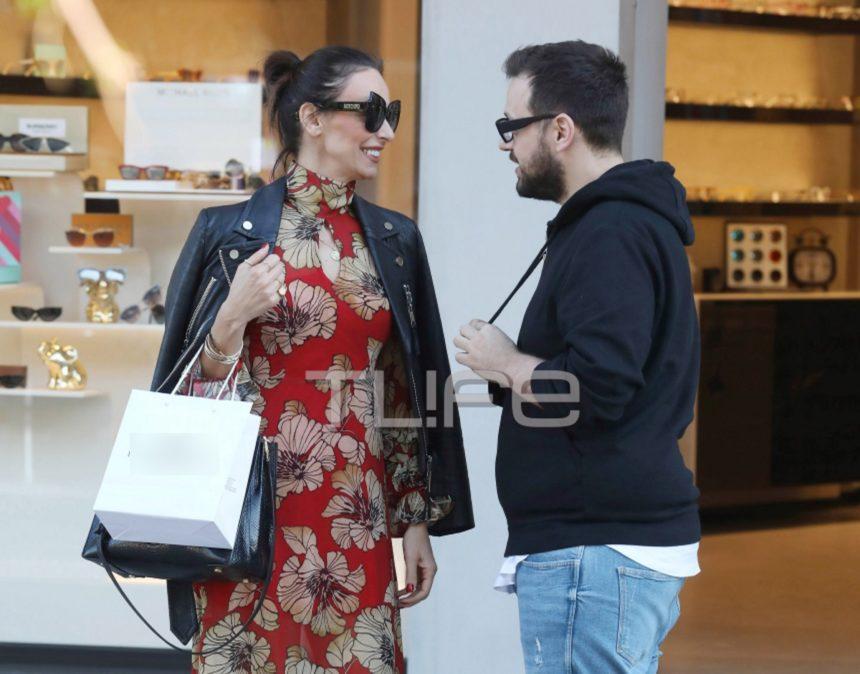 Μπέττυ Μαγγίρα: Με άψογο look για ψώνια στη Γλυφάδα! [pics]