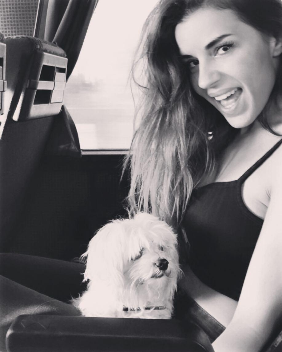 """Χριστίνα Κολέτσα: Η φωτογραφία που σιδερώνει χωρίς πολλά ρούχα, """"έριξε"""" το instagram!"""