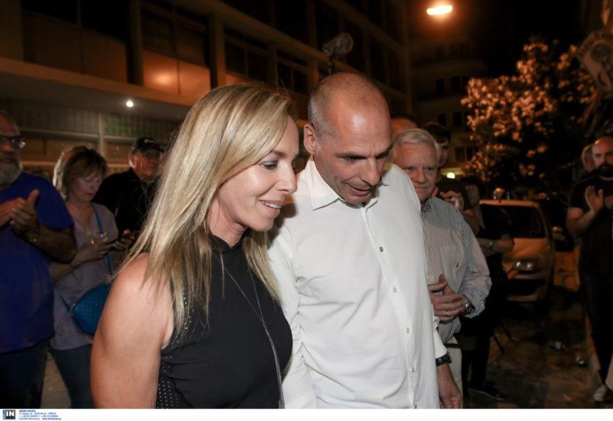 Γιάνης Βαρουφάκης: Τα χαμόγελα μετά τις εκλογές και η στήριξη της Δανάης Στράτου! [pics] | tlife.gr