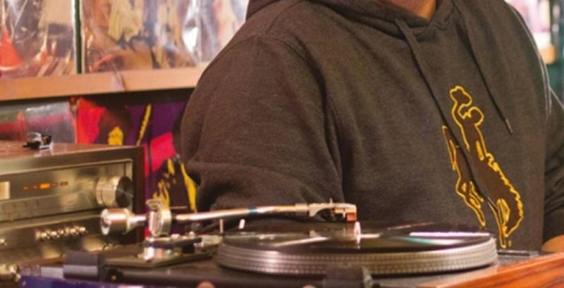 Έλληνας μουσικός πέθανε χθες βράδυ στη σκηνή σε βραδιά αφιέρωμα για τον Νικόλα Άσιμο | tlife.gr
