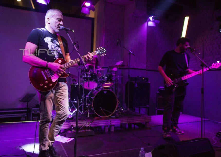 Δημήτρης Χατζής: Φωτογραφίες από την ώρα που παίζει κιθάρα στη σκηνή λίγο πριν πεθάνει | tlife.gr