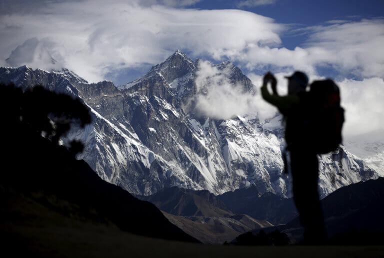 Νεπάλ: Τρεις ακόμη νεκροί στην κορυφή του Έβερεστ [pics]   tlife.gr