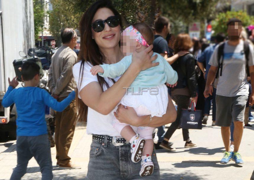 Φλορίντα Πετρουτσέλι: Πρωινή βόλτα στη Γλυφάδα με την 10 μηνών κόρη της, Μαίρη! [pics]