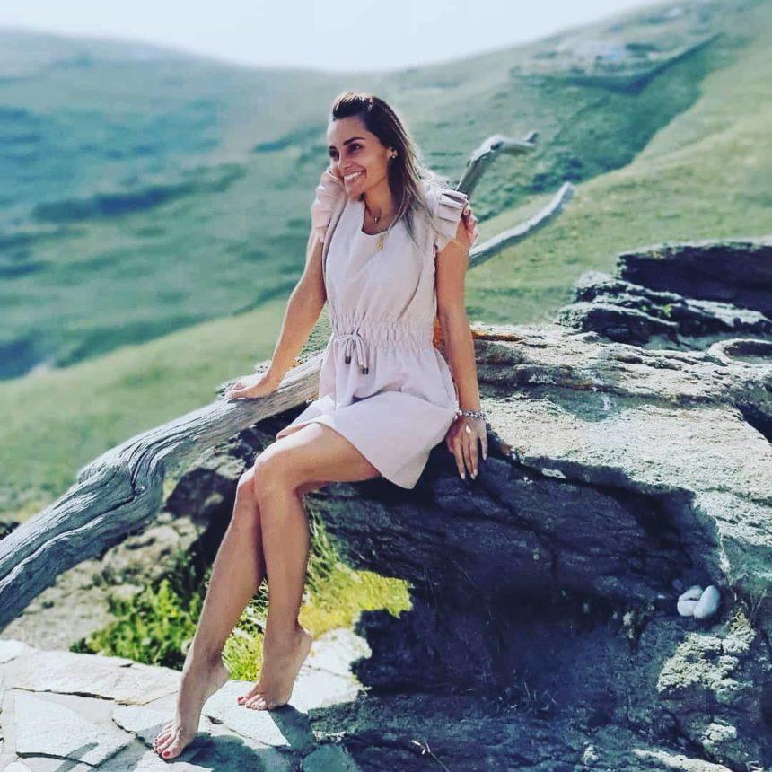 Βασιλική Μιλλούση: Βόλτα στην θάλασσα μαζί με τον πιο πιστό φίλο της! | tlife.gr