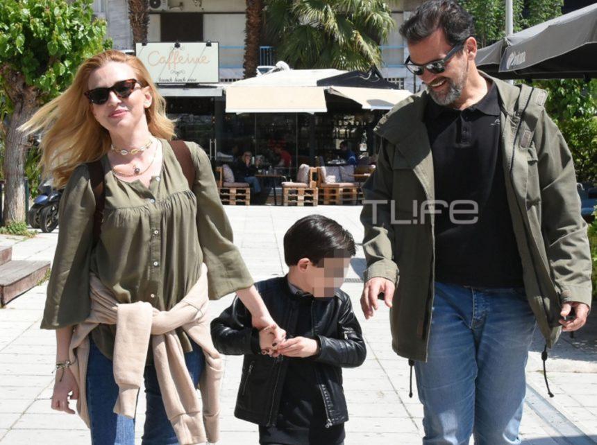 Κωνσταντίνος Καζάκος – Ιωάννα Μαρτζούκου: Οικογενειακή βόλτα στον Πειραιά με casual look!   tlife.gr