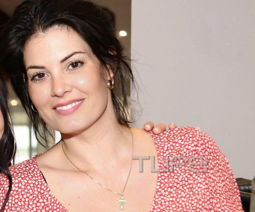 Μαρία Κορινθίου: Οι πόζες στο φακό με το νέο look σε βραδινή έξοδο με τον Γιάννη Αϊβάζη! [pics]