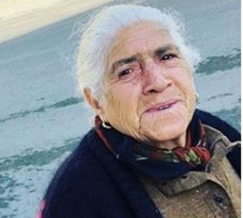 Η κυρία που βλέπεις είναι η μητέρα πρωταγωνιστή του ΤΑΤΟΥΑΖ! Έχει παίξει και στο σήριαλ! | tlife.gr
