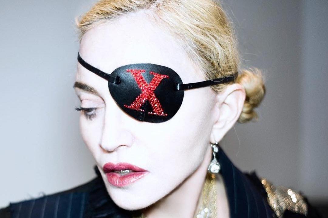 Madonna: Ο άνθρωπος που βρίσκεται πίσω από τα διάσημα Eye Patches, είναι Έλληνας! [pics,vid]