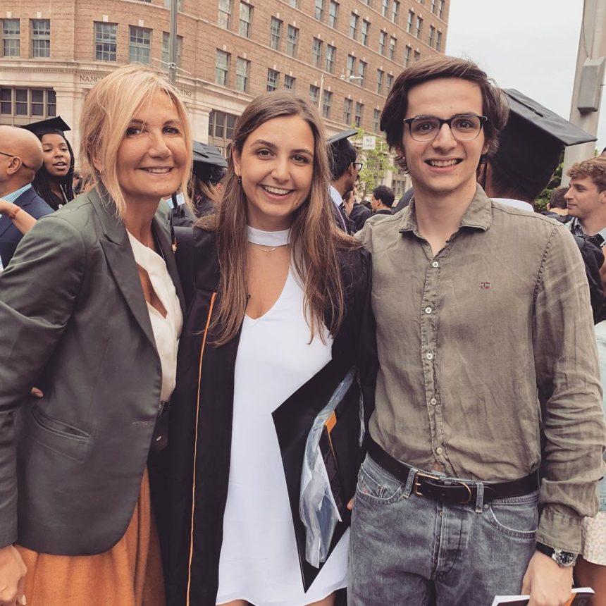 Κυριάκος και Μαρέβα Μητσοτάκη: Η κόρη τους πήρε πτυχίο και δηλώνουν περήφανοι! Φωτογραφίες   tlife.gr