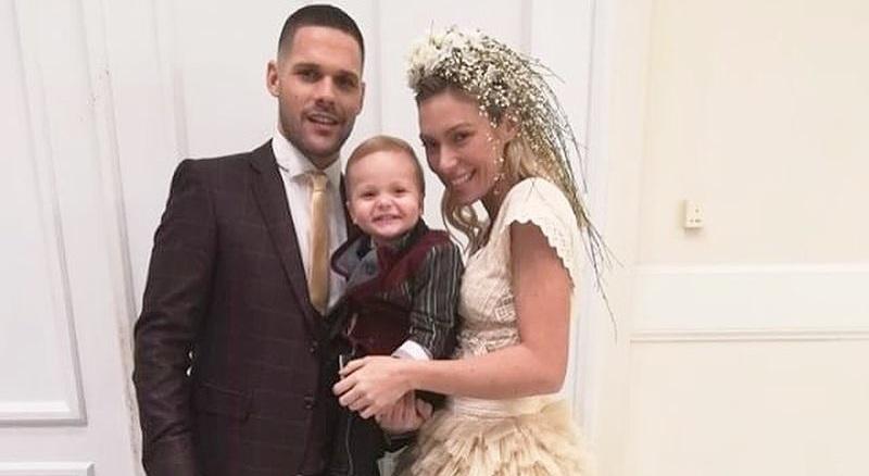 Μικαέλα Φωτιάδη – Γιάννης Μπορμπόκης: Bαφτίζουν στη Ρόδο το γιο τους! | tlife.gr