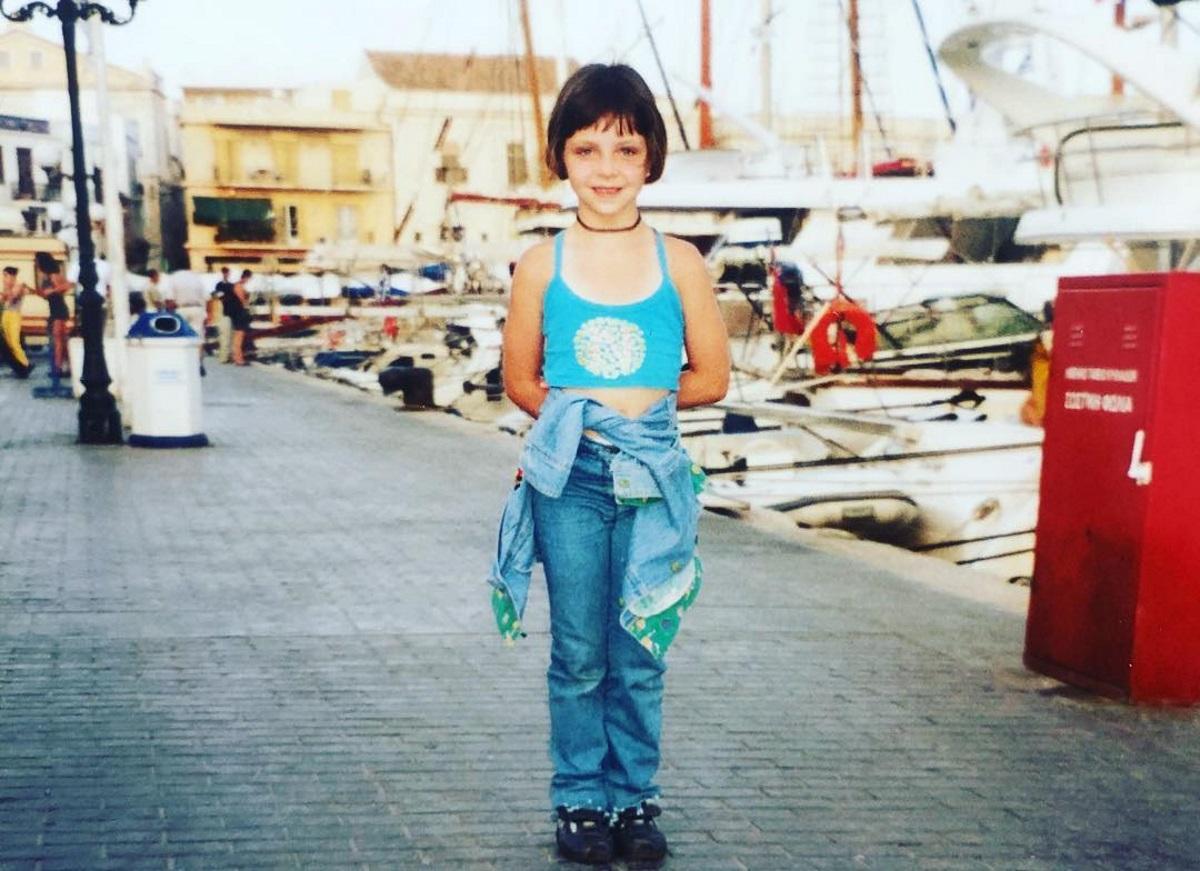 Αναγνωρίζεις το κοριτσάκι της φωτογραφίας;-Είναι αδελφή γνωστής ηθοποιού!