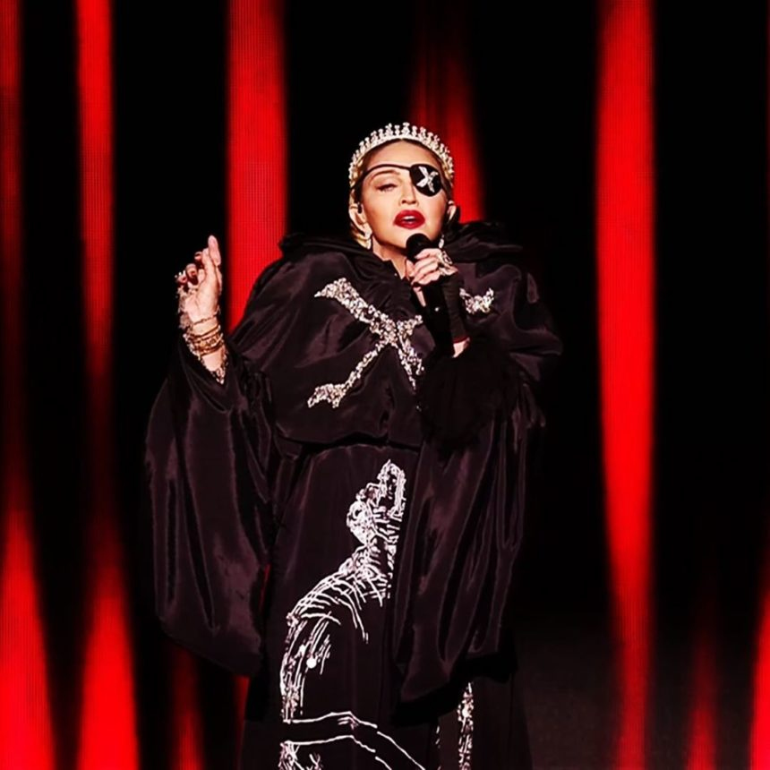 Madonna: Η βασίλισσα της pop έπεσε από τον θρόνο της; Eιδικοί μας λένε γιατί ήταν τόσο κακή η εμφάνισή της στην Εurovision | tlife.gr