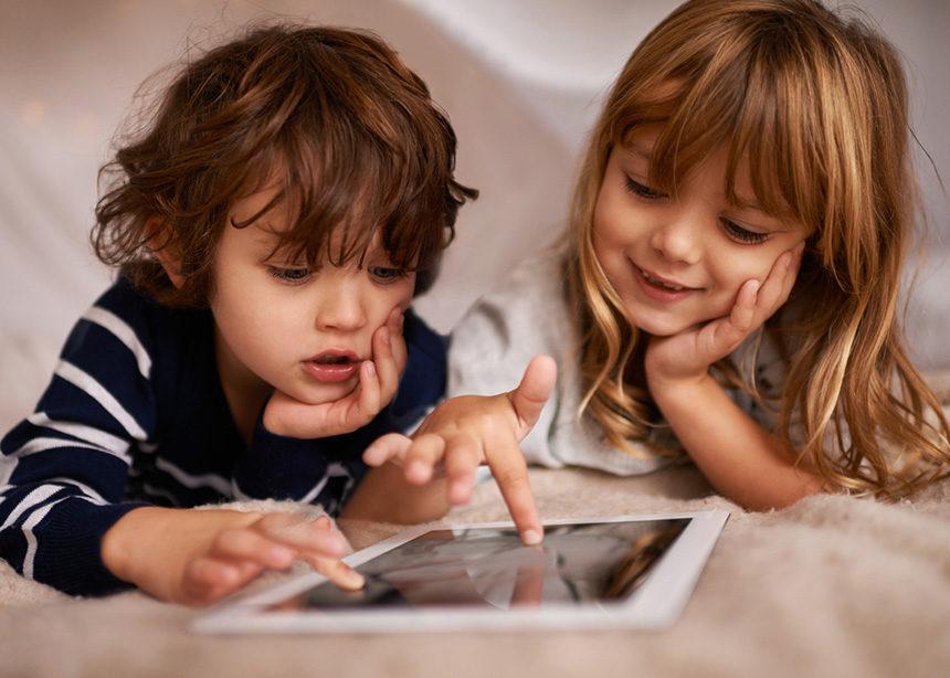Πώς θα ξεκολλήσει το παιδί σου από το τάμπλετ; Γονείς μοιράζονται τα «κόλπα» τους | tlife.gr