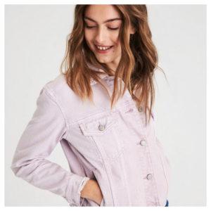 Το jean jacket αλλάζει χρώμα αυτή την σεζόν!