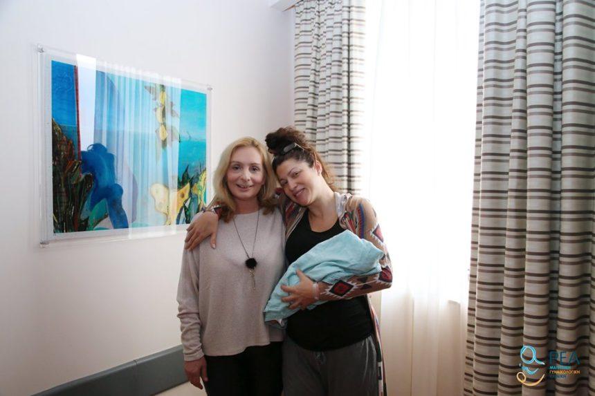 Κλέλια Ρένεση: Οι πρώτες φωτογραφίες από το μαιευτήριο με τη μπέμπα της! | tlife.gr