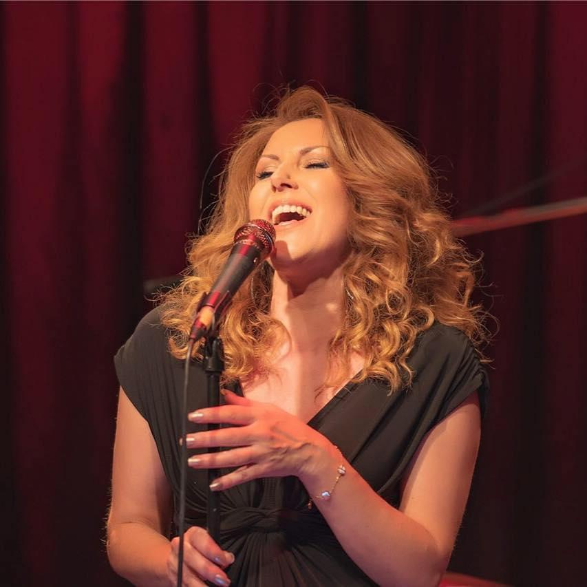 Η Σία Κοσκινά εξηγεί στο TLIFE, τι πήγε στραβά με την φωνή της Madonna στην Εurovision! | tlife.gr