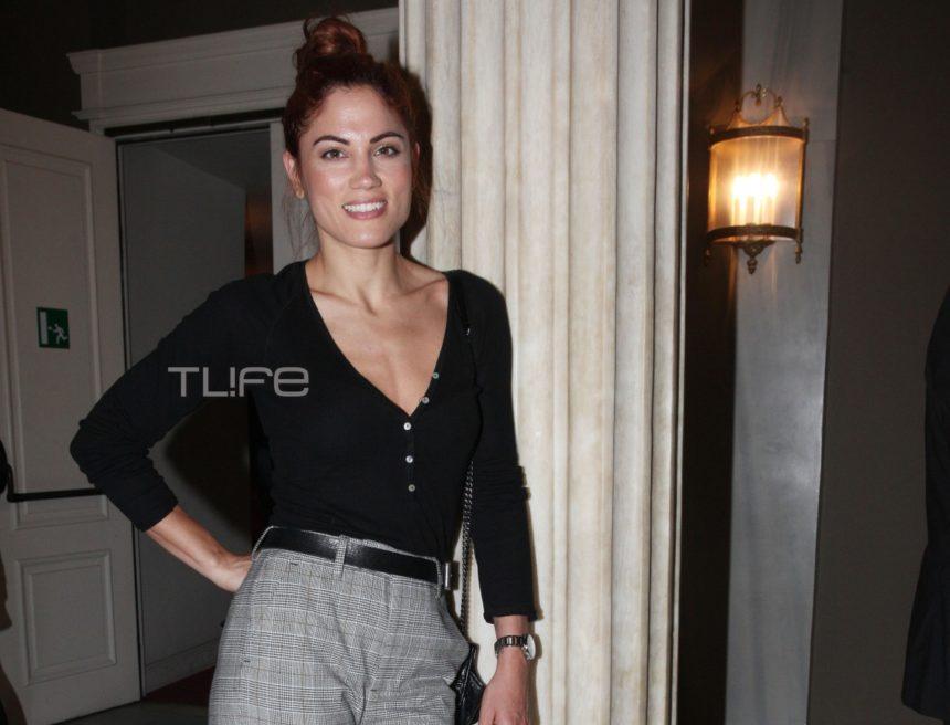 Μαίρη Συνατσάκη: Βραδινή έξοδος στο θέατρο με άψογο στιλ! | tlife.gr