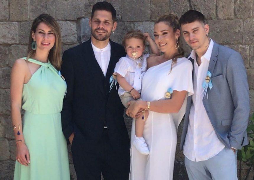Μικαέλα Φωτιάδη – Γιάννης Μπορμπόκης: Βάφτισαν τον γιο τους στη Ρόδο – Οι πρώτες εικόνες από το μυστήριο | tlife.gr