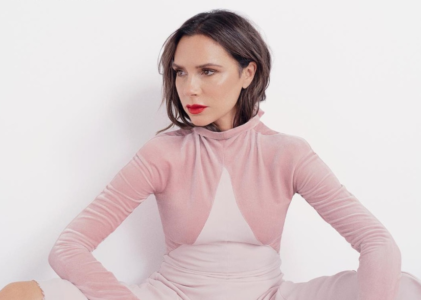 Victoria Βeckham : Δες πως φόρεσε ένα από τα μεγαλύτερα trends των 80's