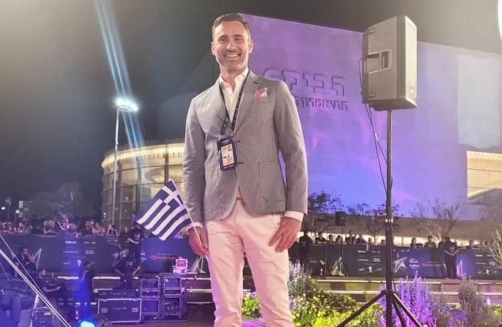 Γιώργος Καπουτζίδης: Βόλτα στην Αθήνα με την αδερφή του! [pic] | tlife.gr