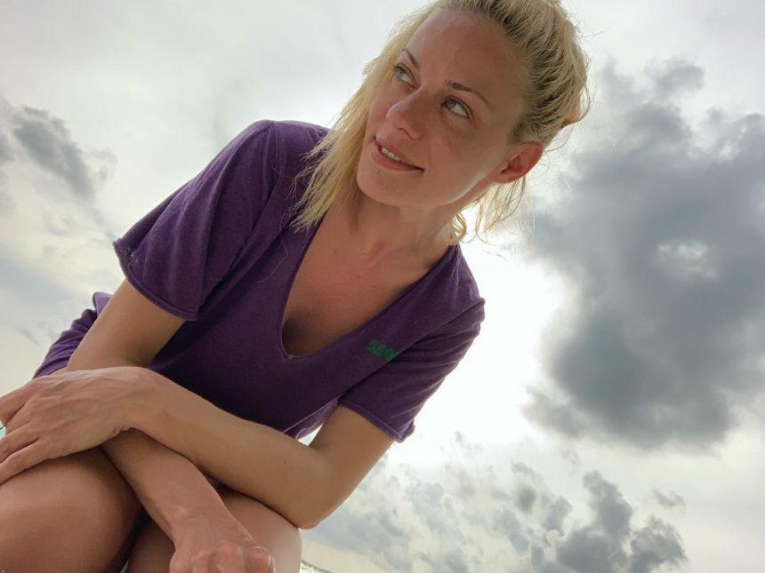 Ζέτα Μακρυπούλια: Θυμάται τις μέρες που… κολυμπούσε με ένα δελφίνι! [pics]