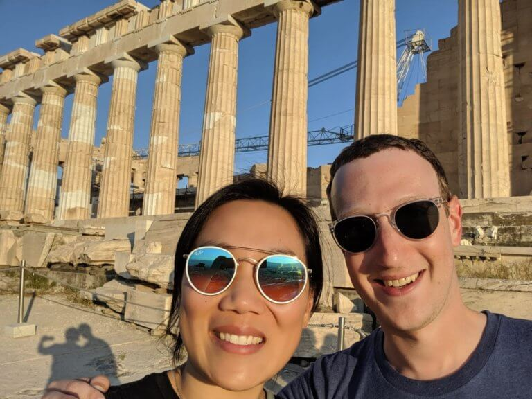 Mark Zuckerberg: Ο ιδρυτής του facebook φωτογραφίζεται με την γυναίκα του στην Ακρόπολη! | tlife.gr